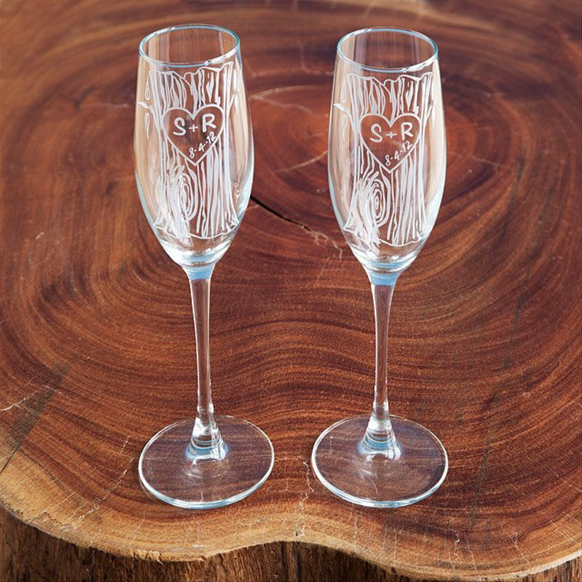 10 year anniversary gift rustic champagne flutes engraved with faux wood pattern and initials in carved heart