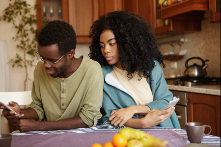 4 Signs Your Past Relationships Are Affecting Your Current Romance