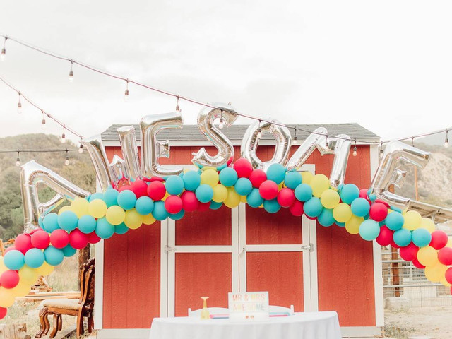 These '90s Wedding Ideas Are All That and a Bag of Chips