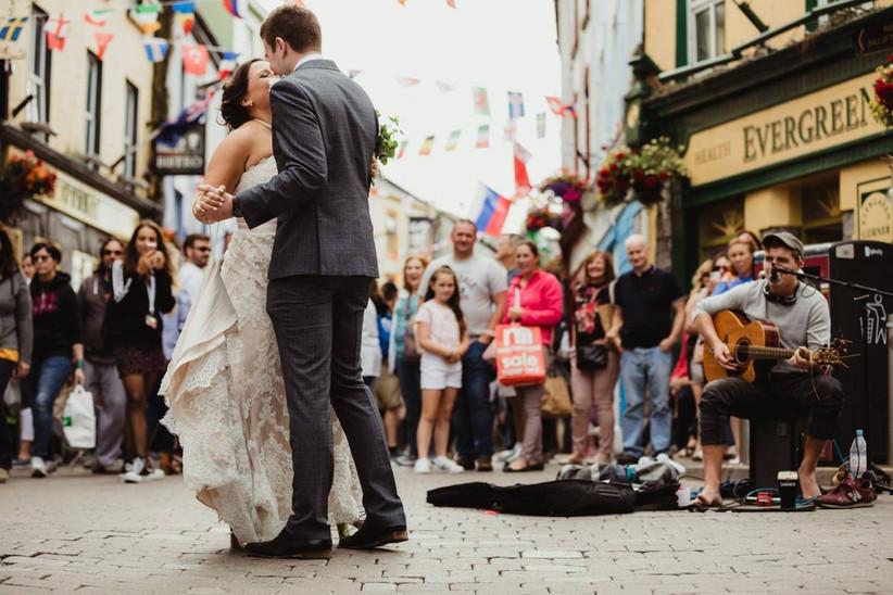 couple dancing in ireland