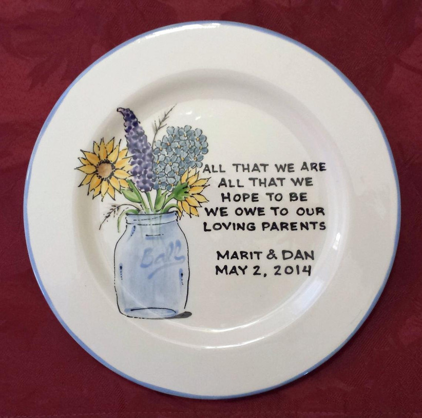 Keepsake plate for parents of the newlyweds with sweet message and mason jar bouquet illustration