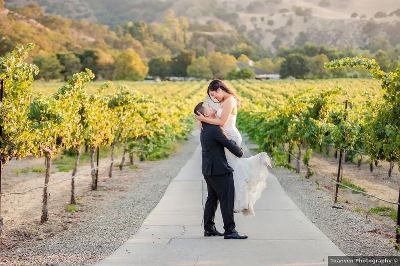 couple vineyard wedding
