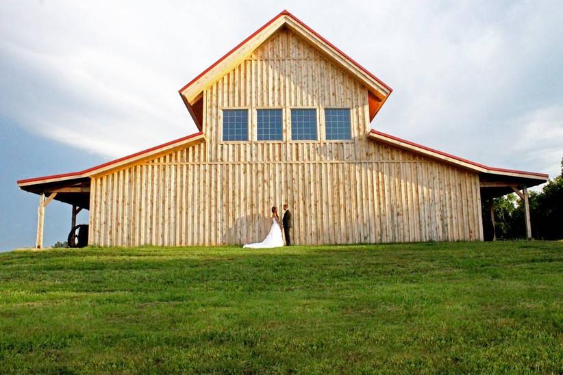 wedding couple with barn