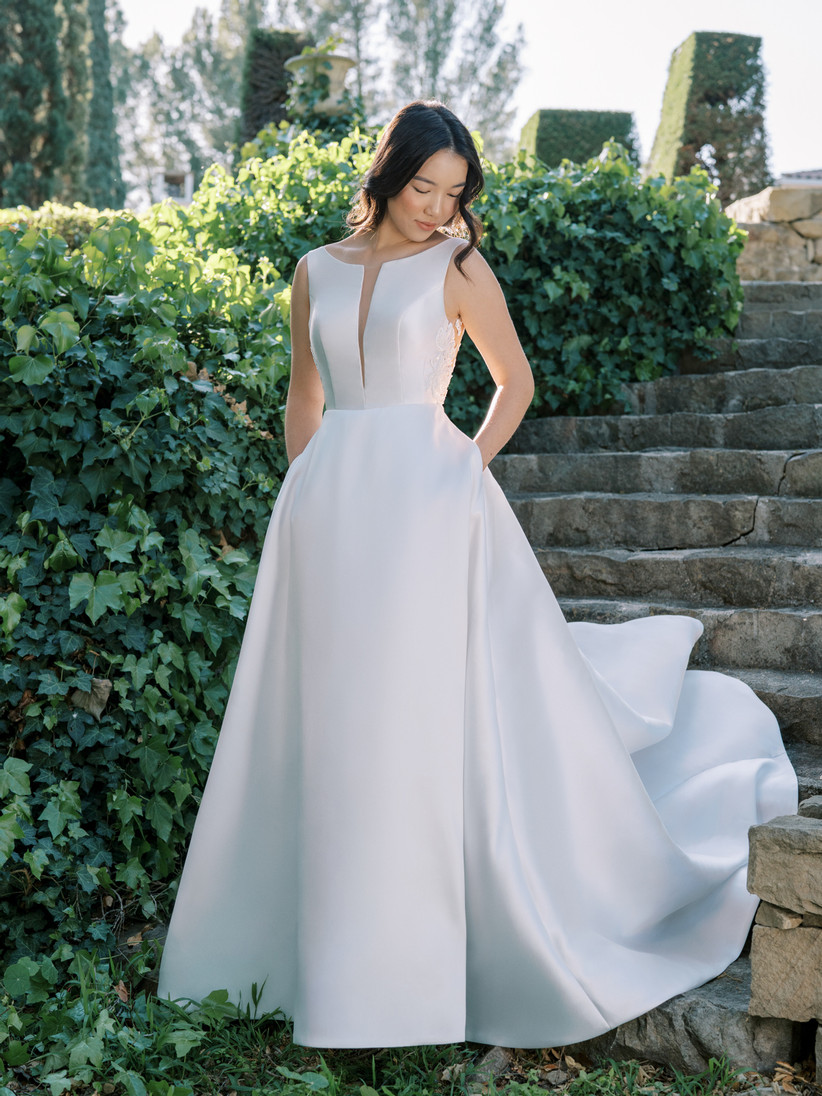 sleeveless A-line wedding dress with pockets