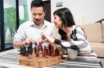 25 Fun Couple Games to Play at Home on Date Night