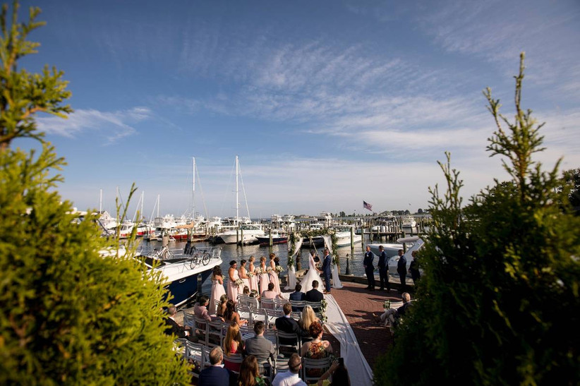 outdoor ceremony at old saybrook inn