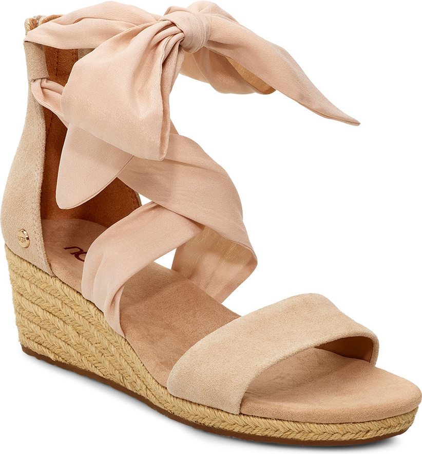 28 Comfortable Wedding Shoes That Are Flats Wedges Low Heels Weddingwire