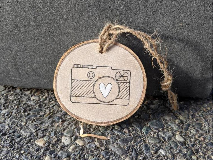 Camera wood slice ornament gift for wedding photographer