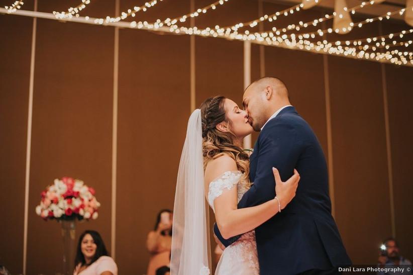 wedding couple slow dance