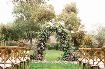 40 Stunning Wedding Arches & Altar Ideas for an Outdoor Ceremony