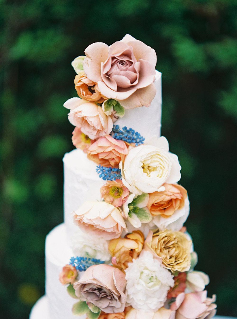 spring wedding idea cake decorated with fresh flowers