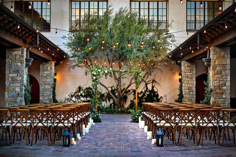 outdoor courtyard wedding ceremony