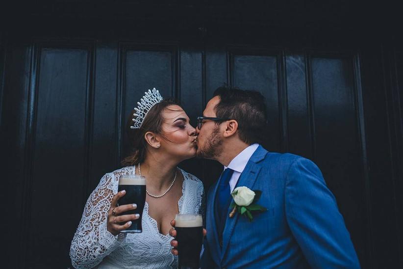 wedding couple drinking guinness