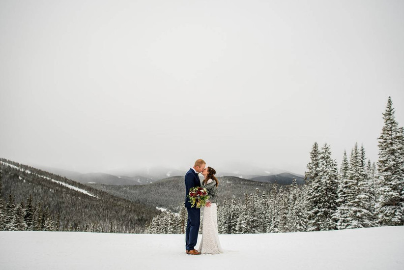 winter wedding couple kissing