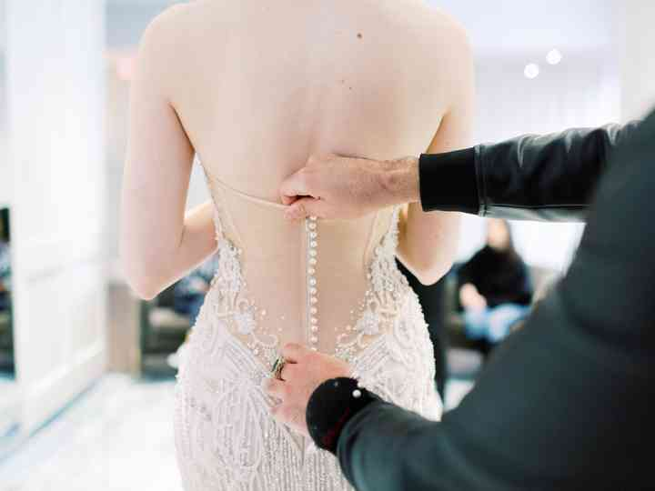How To Sell Your Used Wedding Dress Online In 8 Easy Steps Weddingwire