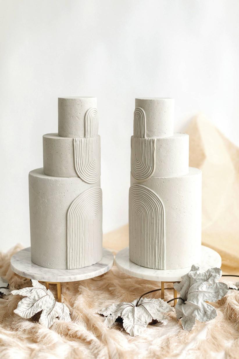 2021 wedding cake trend all-white wedding cake