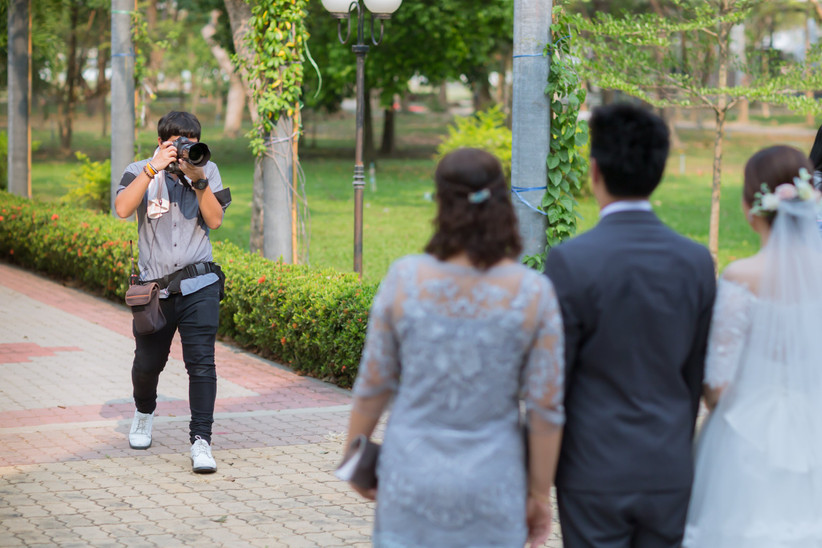 wedding photographer taking pictures