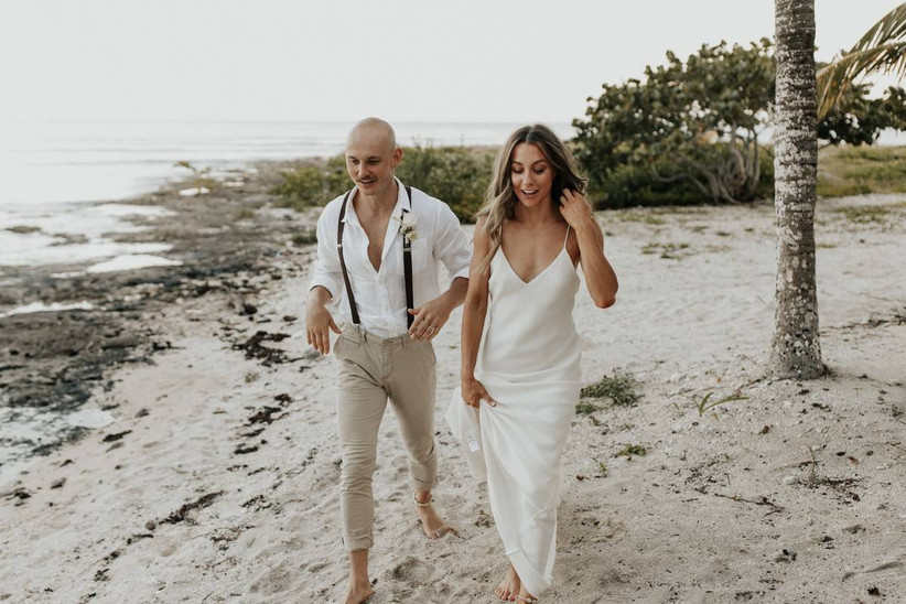 simple beach wedding hairstyle loose waves
