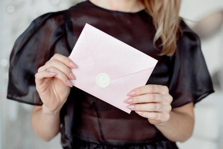 Save the (New) Date: Etiquette Tips for Communicating a Wedding Postponement