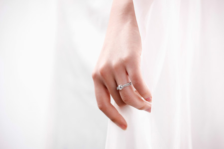 How Your Engagement Ring Can Help You Find Your Ideal Wedding Dress
