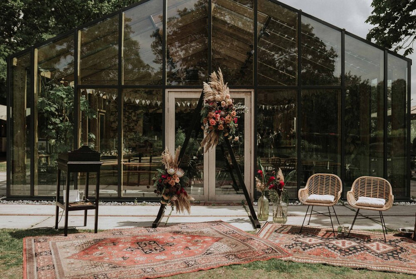 modern & unique wedding ceremony backdrop triangular backdrop with pampas grass