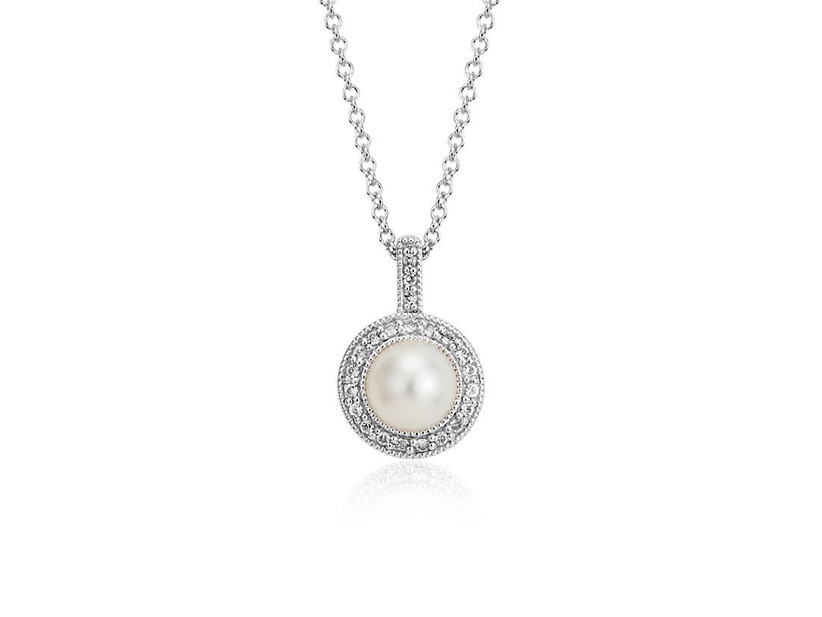Vintage-style pearl pendant daughter-in-law jewelry gift