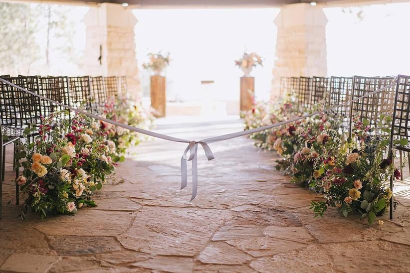 romantic outdoor wedding aisle decor idea