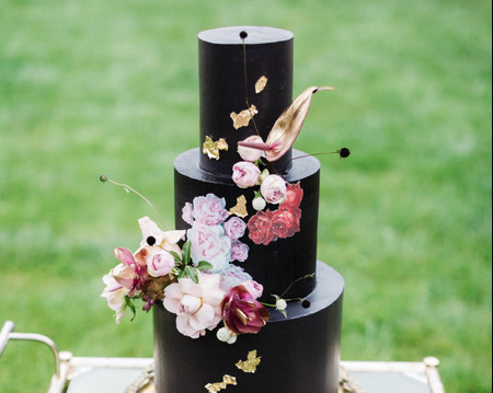 The 18 Best Black Wedding Cakes to Wow Your Guests