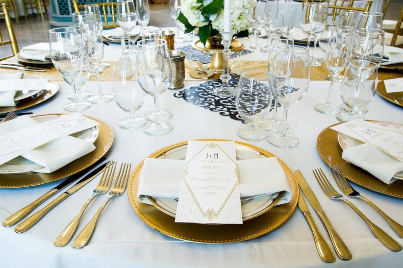 great gatsby wedding theme table with gold charger plates and flatware