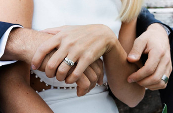 What Hand Does the Engagement Ring Go On? A Guide to Ring Hand History