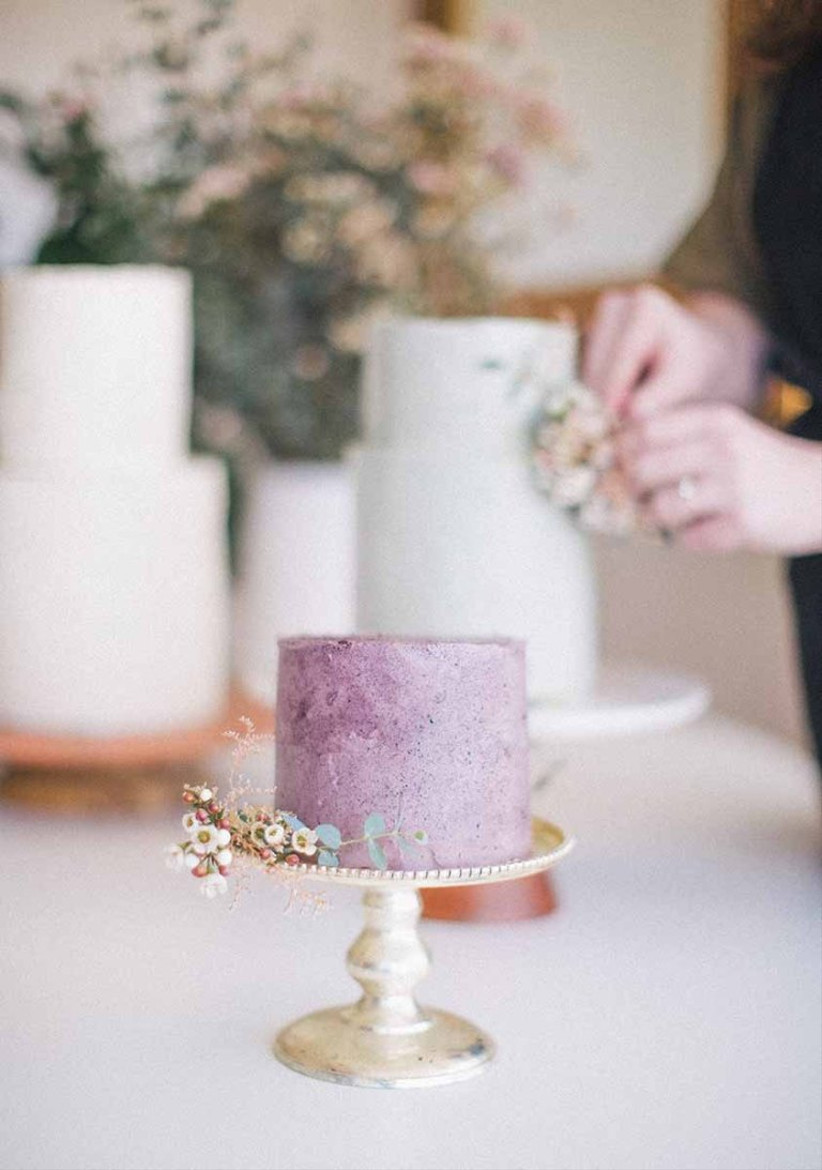 2021 wedding cake trend individual cakes for microwedding