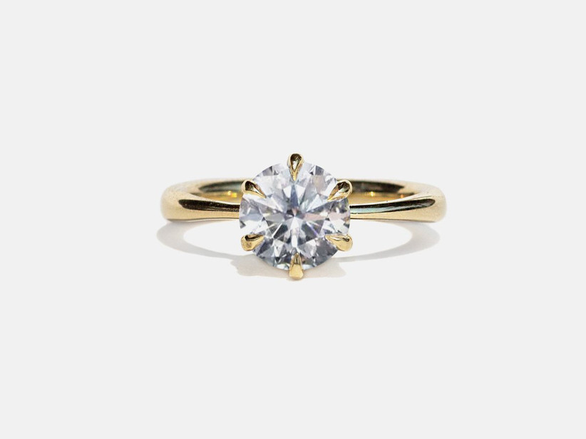 Round-cut solitaire diamond with tapered yellow gold band