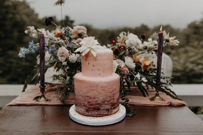2021 wedding cake trend two-tier wedding cake