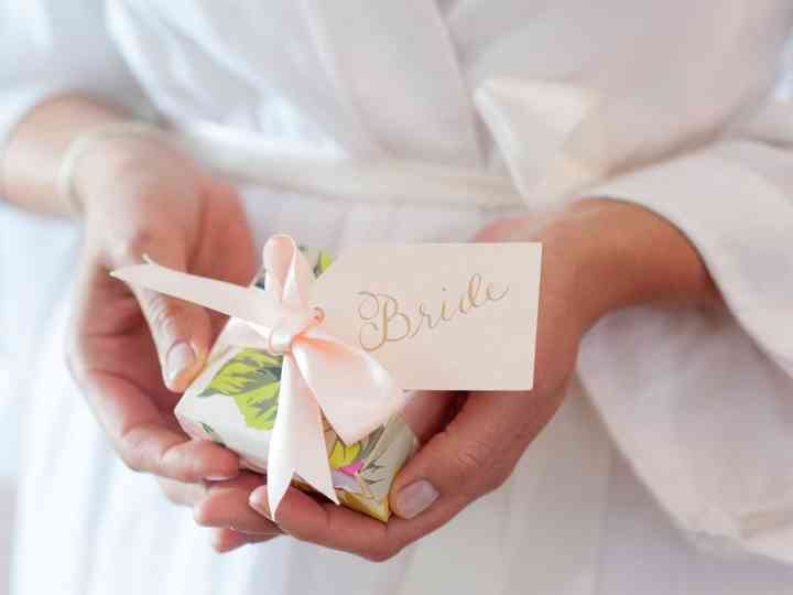 20 Bridesmaid Gifts To The Bride She Ll Surely Love Weddingwire