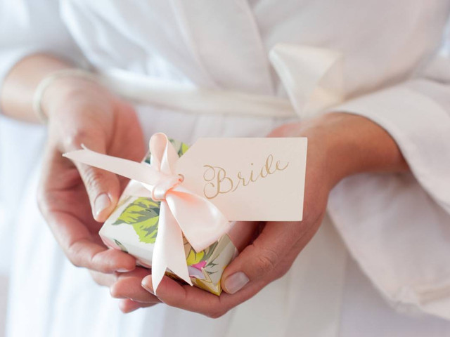 20 Creative (and Thoughtful!) Bridesmaid Gifts for the Bride