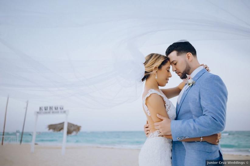 wedding couple on beach