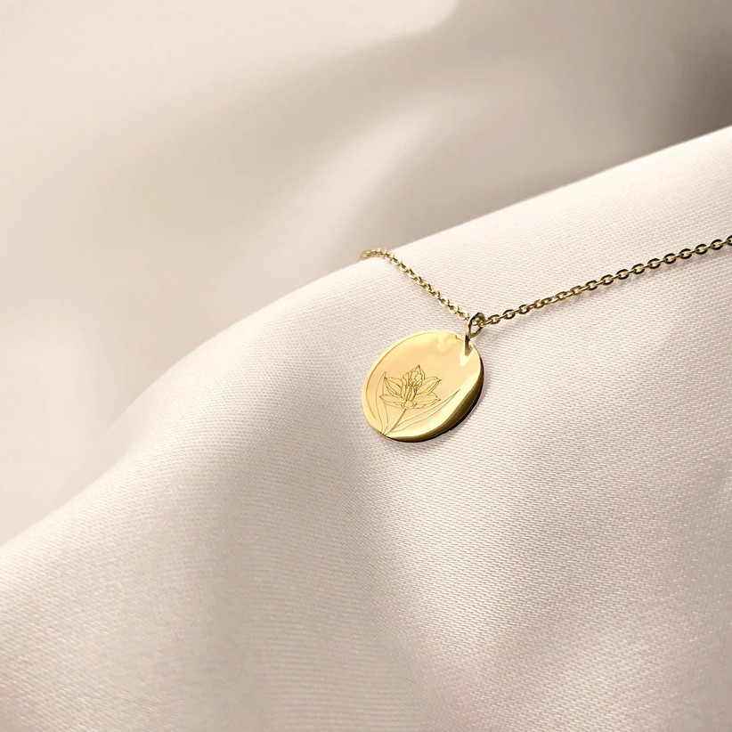 10 year anniversary gift yellow gold necklace with daffodil charm