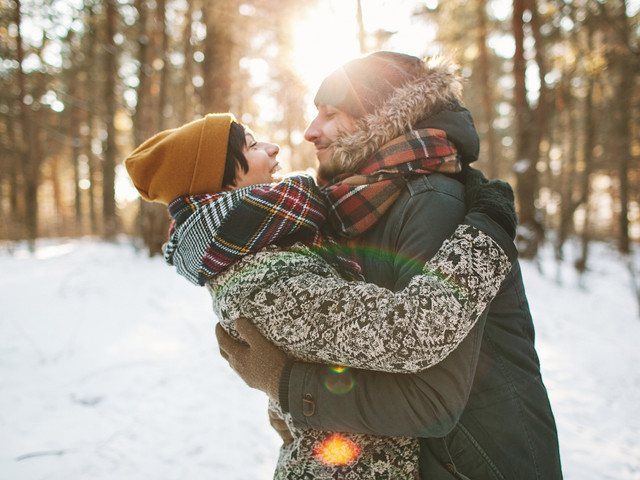 7 Romantic Winter Date Ideas That Won't Kill Your Budget