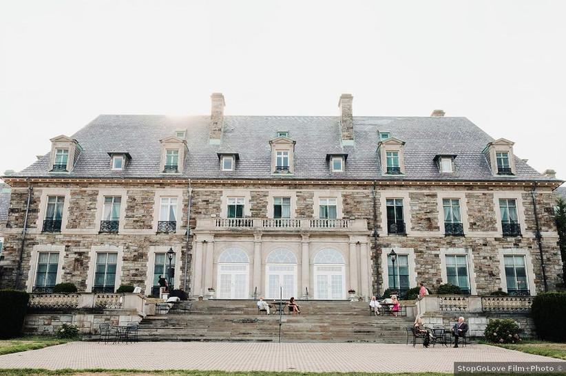 mansion and courtyard at elegant rhode island wedding venue
