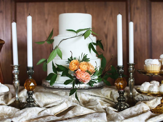20 Wedding Cakes With Flowers to Make Your Dessert Table Bloom