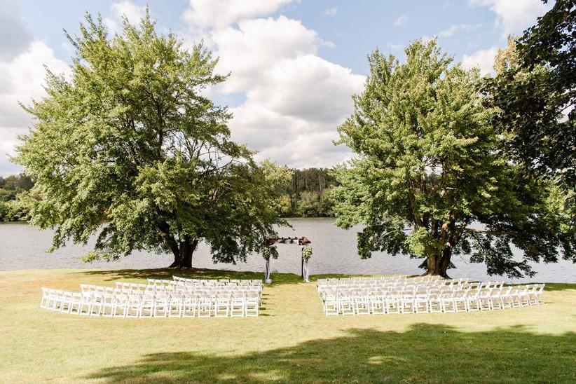 outdoor wedding ceremony on lake
