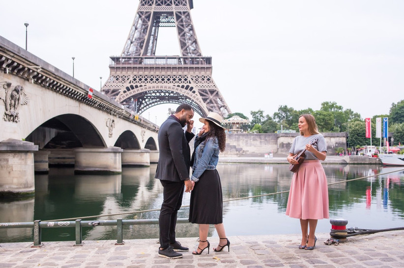 proposal in front of eiffel tower