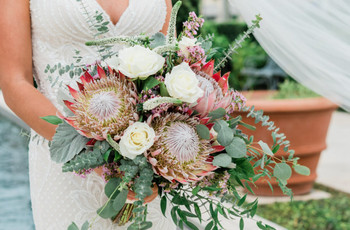 28 Protea Wedding Bouquets That Are Bold & Beautiful