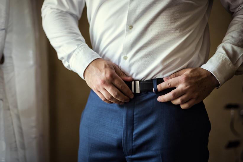 groom adjusting belt