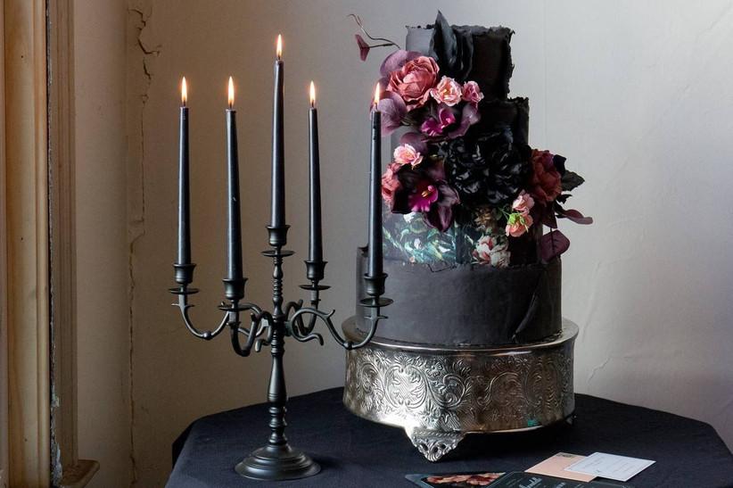 gothic wedding idea black wedding cake