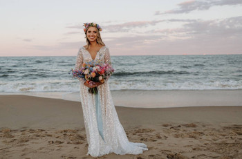 21 Beach Wedding Hairstyles for a Simple & Easygoing Look