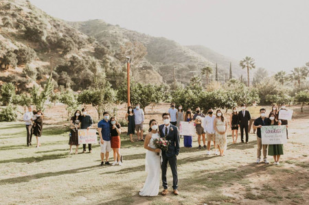 How to Be the Best Wedding Guest During COVID