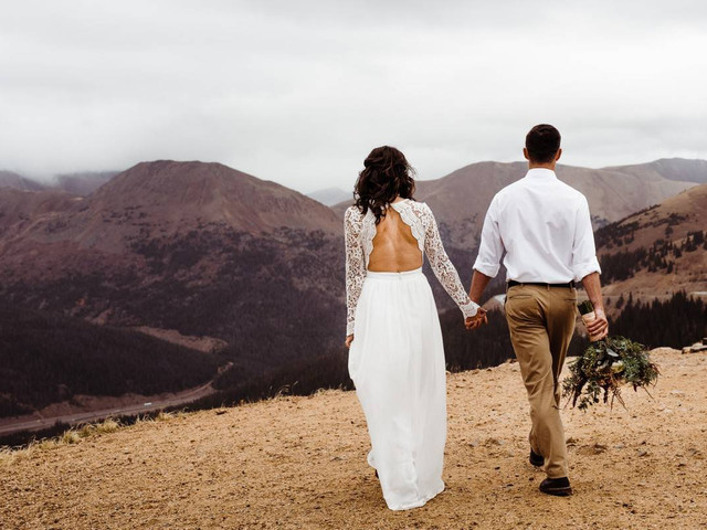 9 Ways to Involve Loved Ones in an Elopement