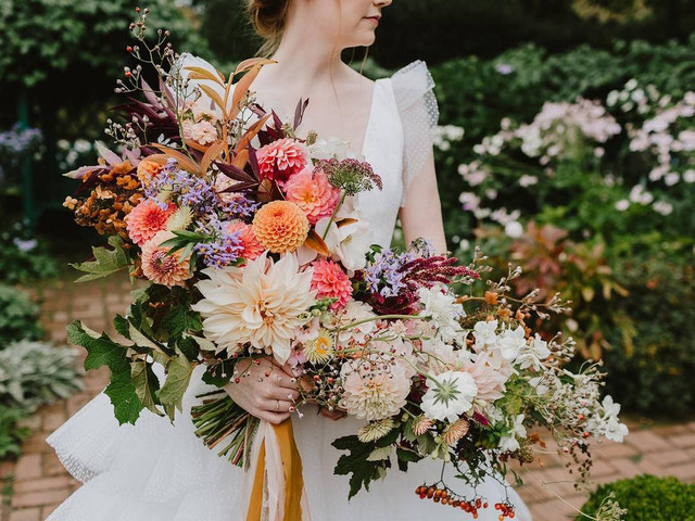42 Fall Wedding Bouquets That Epitomize Autumn Style