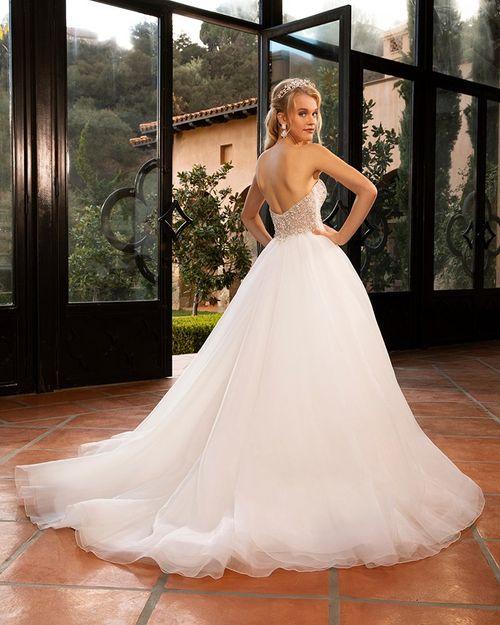 2379 Chelsi, Casablanca Bridal